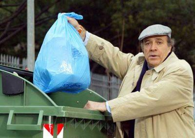 Trash (2004).