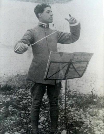 Il nonno Enrico Montesano, direttore d'orchestra.