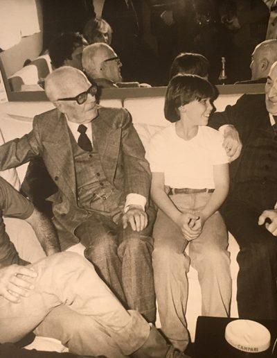 Bravo! (1981). Nei camerini del Teatro Sistina insieme a Pertini e il giovane attore Massimiliano Franciosa.