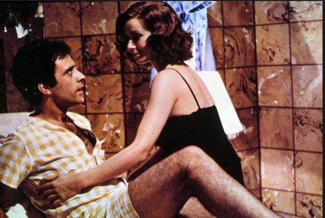 Pane, burro e marmellata (1977). Insieme a Claudine Auger.