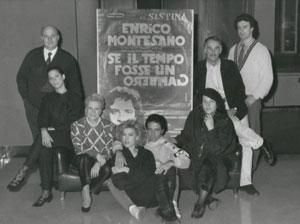 Se il tempo fosse un gambero (1986). La compagnia. Da sinistra_ Luigi Palchetti, Isa di Marzio, Marzia Falcon, Nancy Brilli, Enrico Montesano, Rosanna Ruffini, Gino Pernice, Marcello Di Matteo.