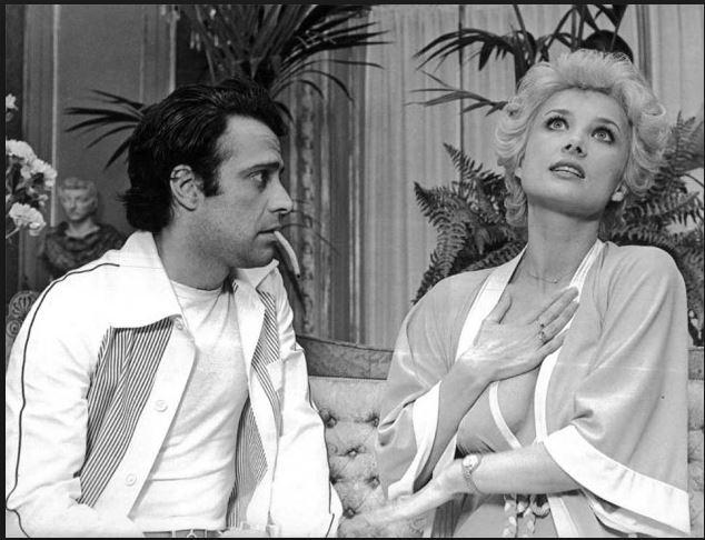 Tutti possono arricchire tranne i poveri (1976). Insieme a Barbara Bouchet.