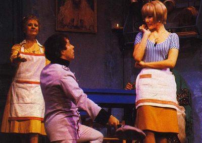"""Se il tempo fosse un gambero (1986). Insieme a Nancy Brilli e Isa di Marzio in """"La cipolla""""."""