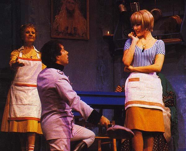 """Se il tempo fosse un gambero (1986). Insieme a Nancy Brilli e Isa di Marzio in """"La cavatina della cipolla""""."""