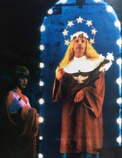 Se il tempo fosse un gambero (1986). Nei panni di Santa Pupa insieme a Nancy Brilli.